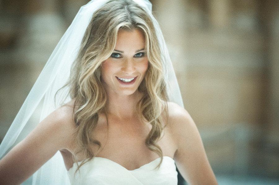 hair-down-wedding-hairstyles-veil-5