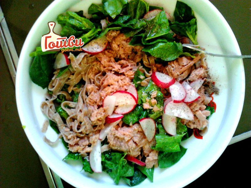 Tuna salata so fetucin (so logo)
